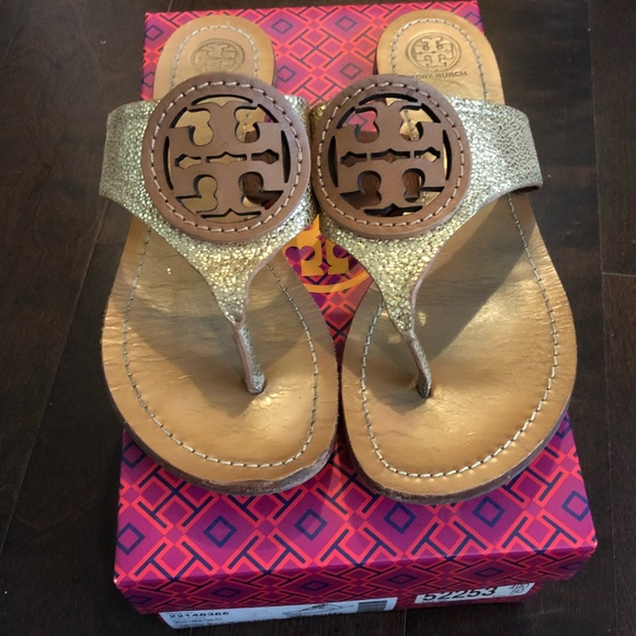 bc9e47377 Tory Burch Louisa Thong Sandals. M 5b108279daa8f643b7d19630